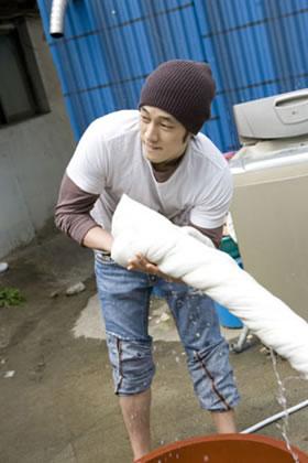 ソ・ジソプさん、ボランティア活動写真