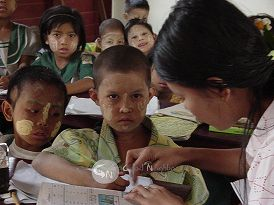 ミャンマー大型サイクロン災害支援