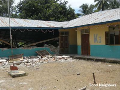 全壊したスマトラ島の学校