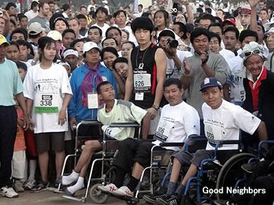 カンボジアハーフマラソンに参加したカウライとイムボランティア