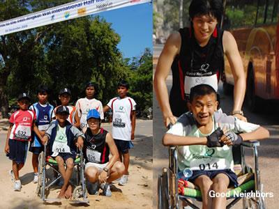 カンボジア国際ハーフマラソンに参加したボランティアと子ども達