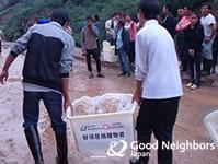 330世帯に食糧と衛生用品を配布