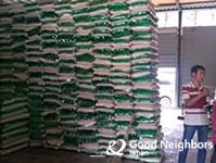 330世帯の1か月分の食糧を調達