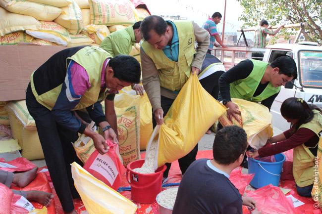 トゥミ村350世帯に第三回物資配布