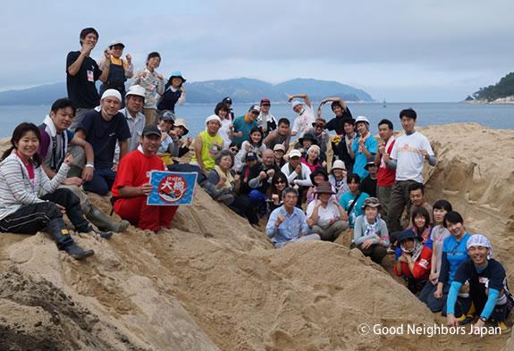 吉里吉里海岸清掃プロジェクトのボランティアチーム